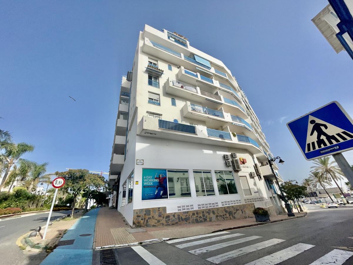 Apartment - Middle Floor, Estepona, Costa del Sol. 1 Bedroom, 1 Bathroom, Built 70 sqm, Terrace 15 s,Spain