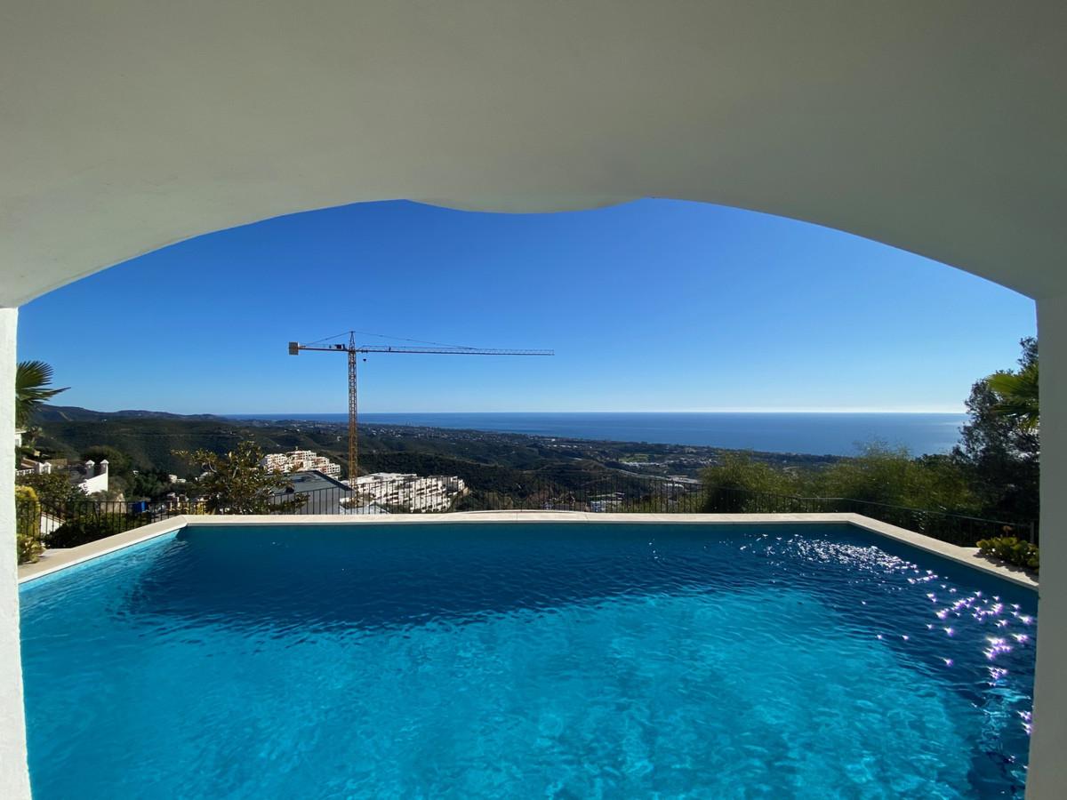 House in Altos de los Monteros R2116109 10