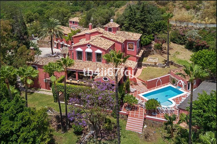 Villa Independiente 12 Dormitorio(s) en Venta La Quinta