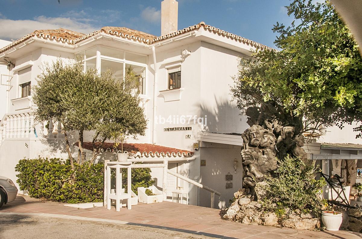 Detached Villa, Marbella, Costa del Sol. 4 Bedrooms, 4 Bathrooms, Built 476 m², Garden/Plot 1101 m².,Spain
