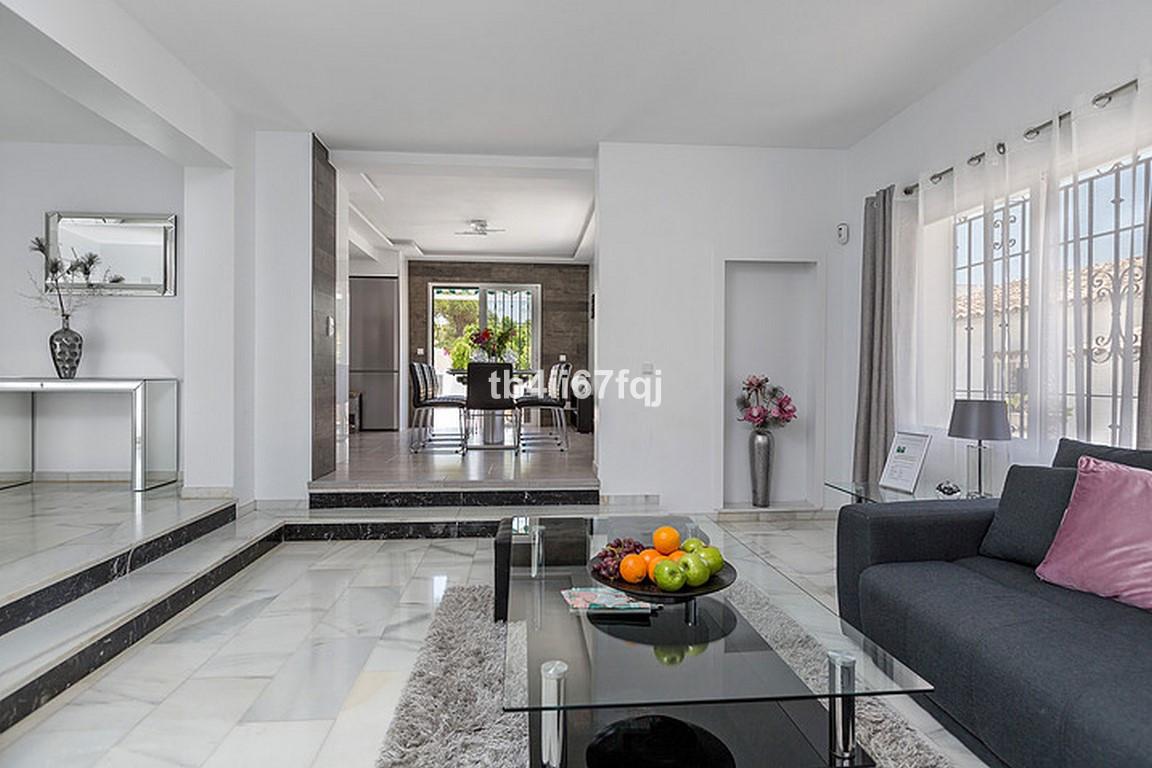 House in Nueva Andalucía R3184408 5