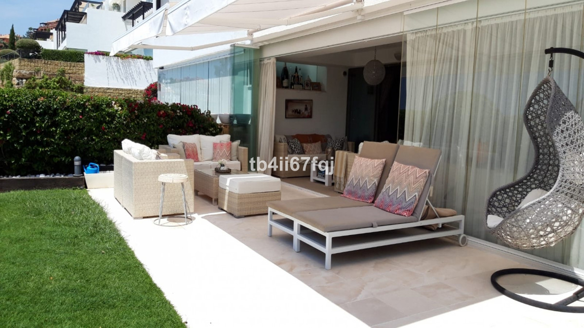 Apartment with 2 bedrooms and 2 bathrooms on Tee 6. Urbanization Los Flamingos Golf, Benahavis. 110 ,Spain