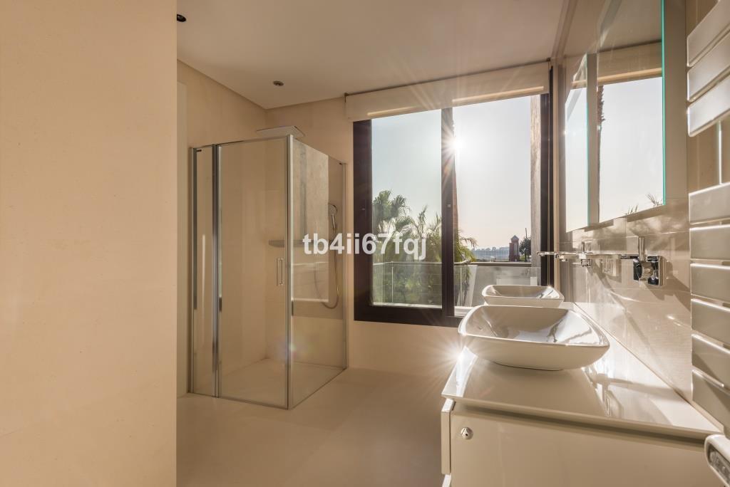 5 Bedroom Villa for sale Los Flamingos