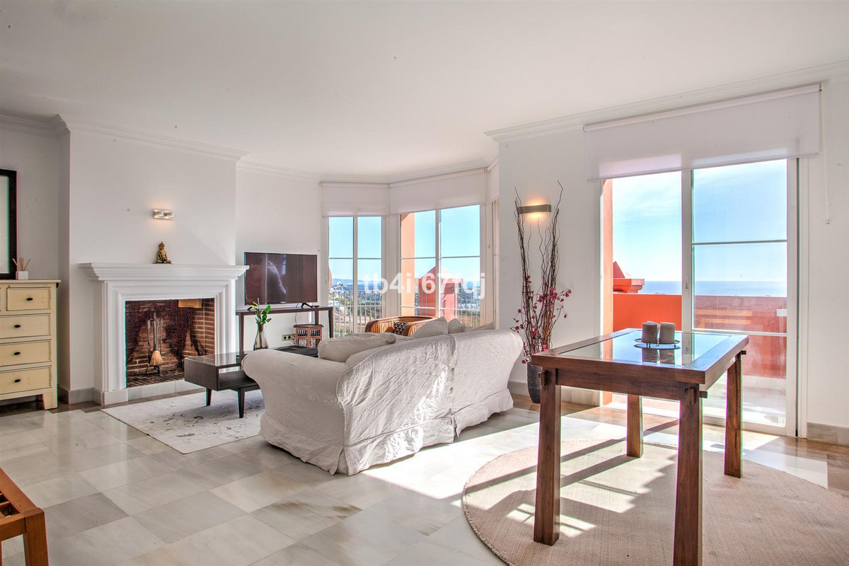 Penthouse for sale in Monte Halcones