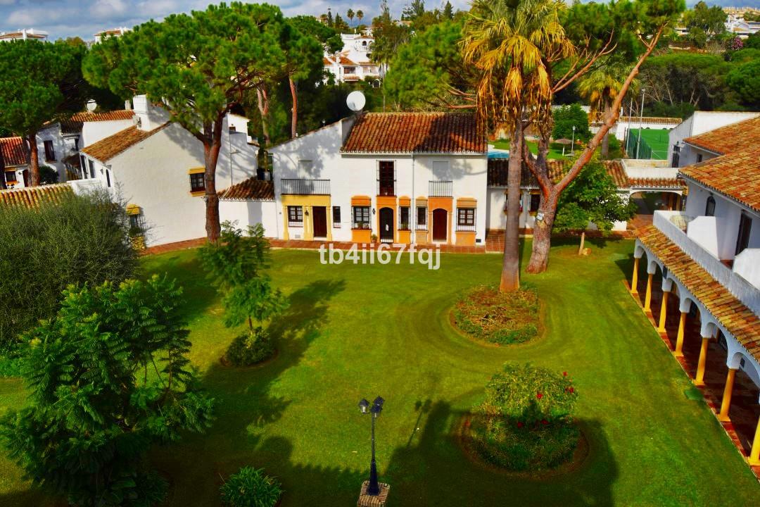 Townhouse for sale in Elviria