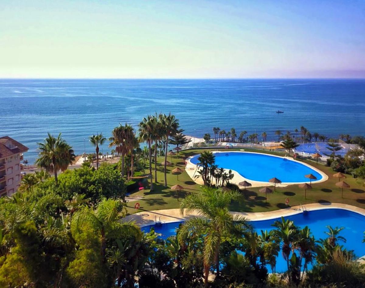 Middle Floor Apartment, Benalmadena, Costa del Sol. 2 Bedrooms, 2 Bathrooms, Built 128 m².  Setting ,Spain