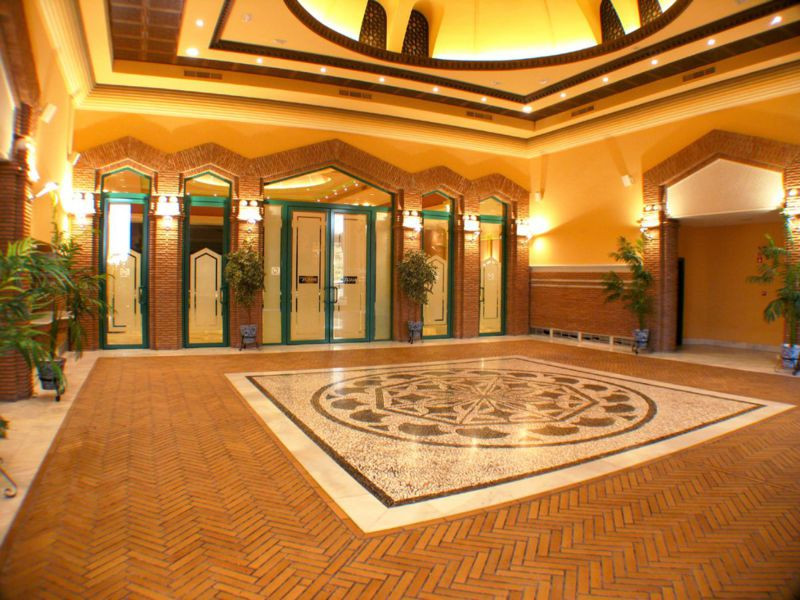 ES  Hotel, sala de celebraciones, restaurante, terrazas, preciosas entradas y mucho mas,  situado en,Spain