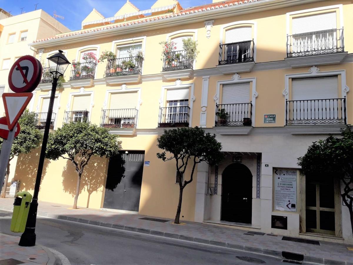 Middle Floor Apartment, Fuengirola, Costa del Sol. 4 Bedrooms, 2 Bathrooms, Built 120 m².  Setting :,Spain