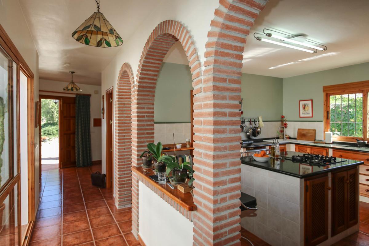 House in Alora R3619037 11