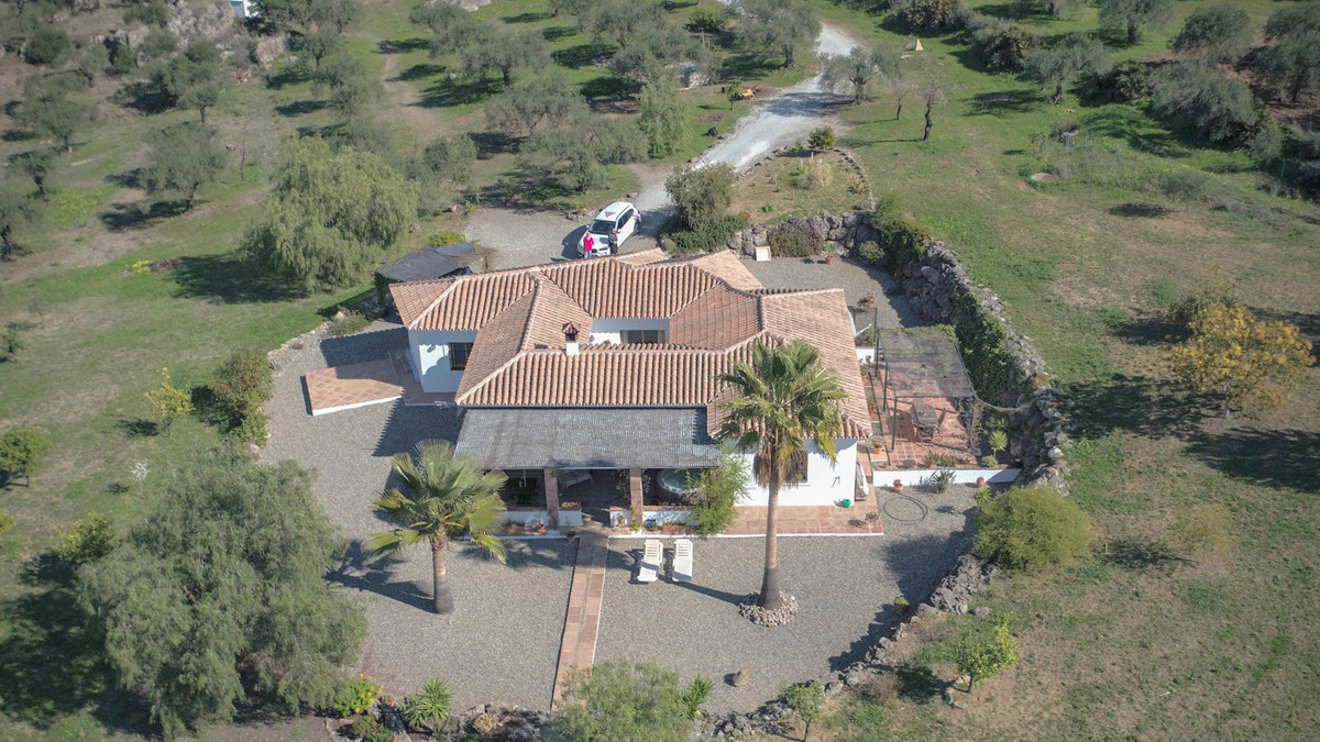 House in Alora R3619037 17
