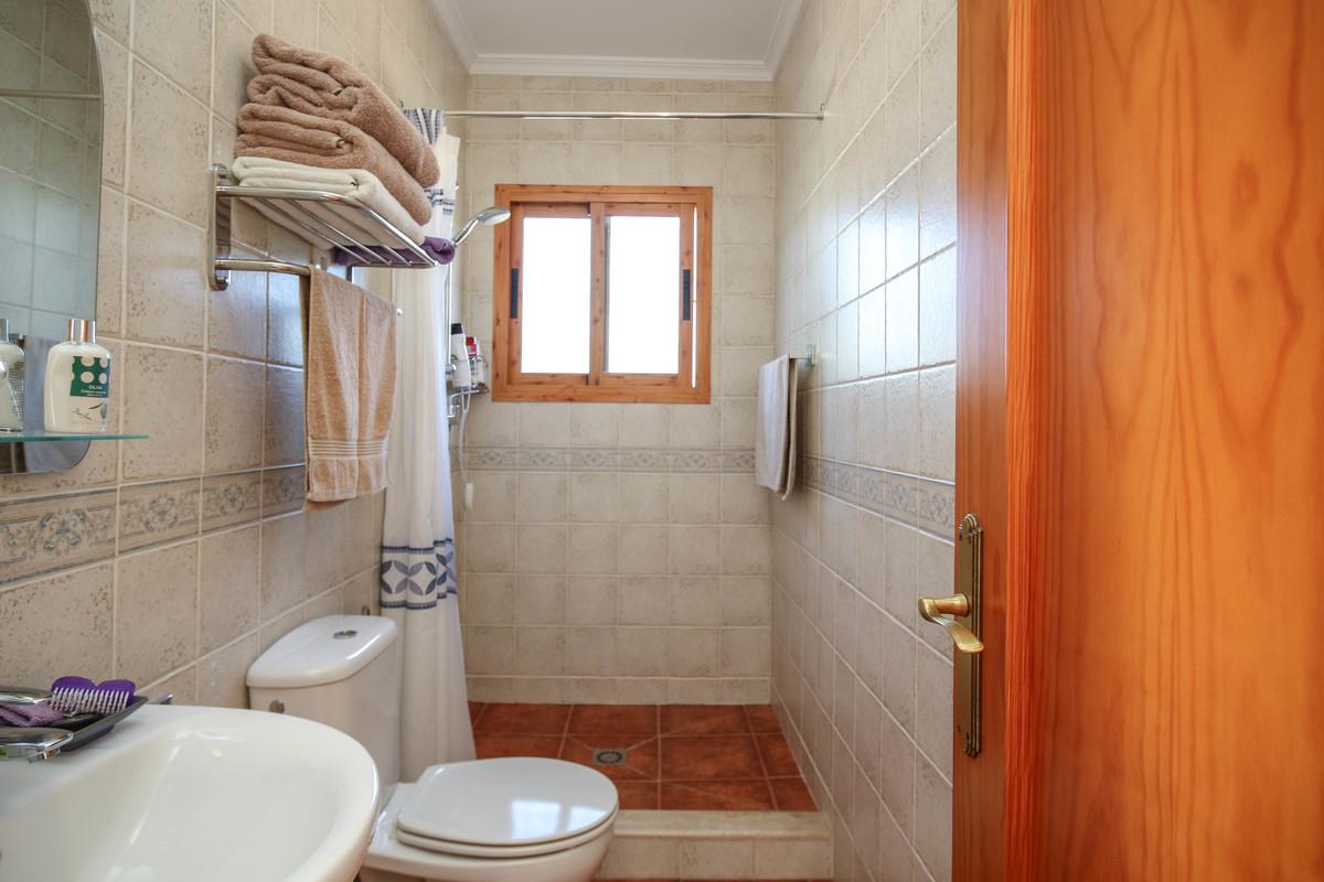 House in Alora R3619037 22