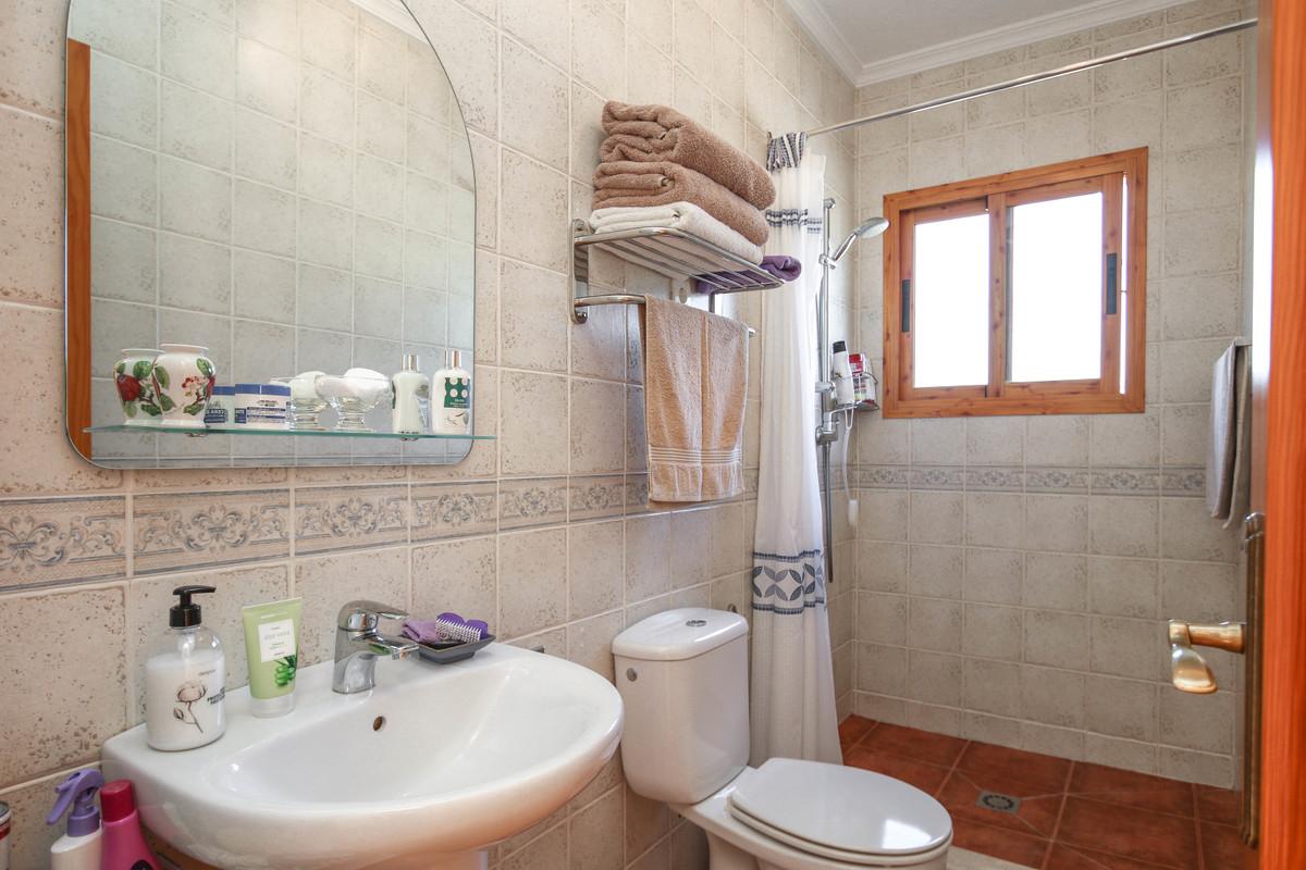 House in Alora R3619037 30