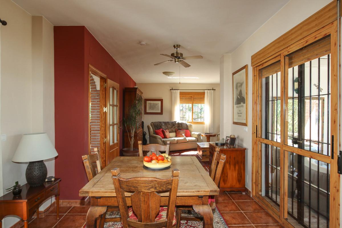 House in Alora R3619037 9