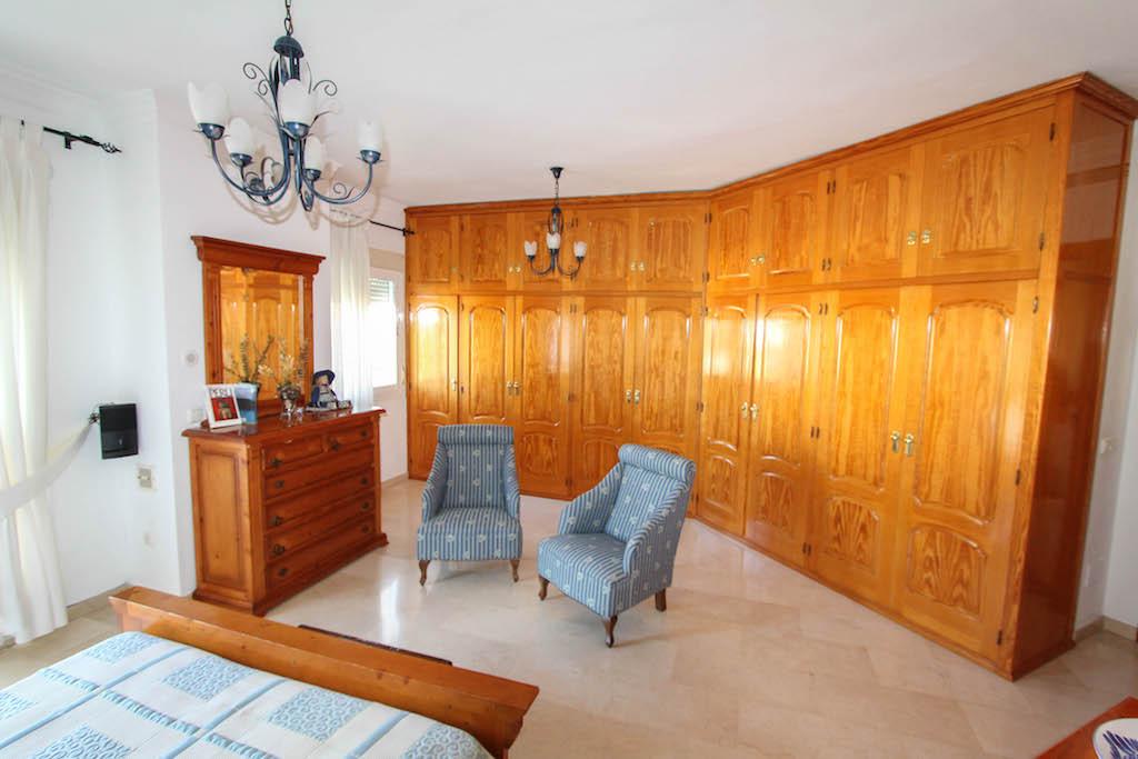 House in Alhaurín de la Torre R2505746 30