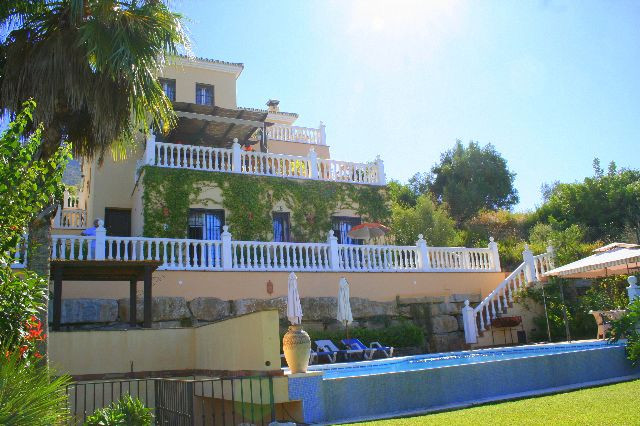 Unifamiliar Independiente 5 Dormitorio(s) en Venta Sierra Blanca