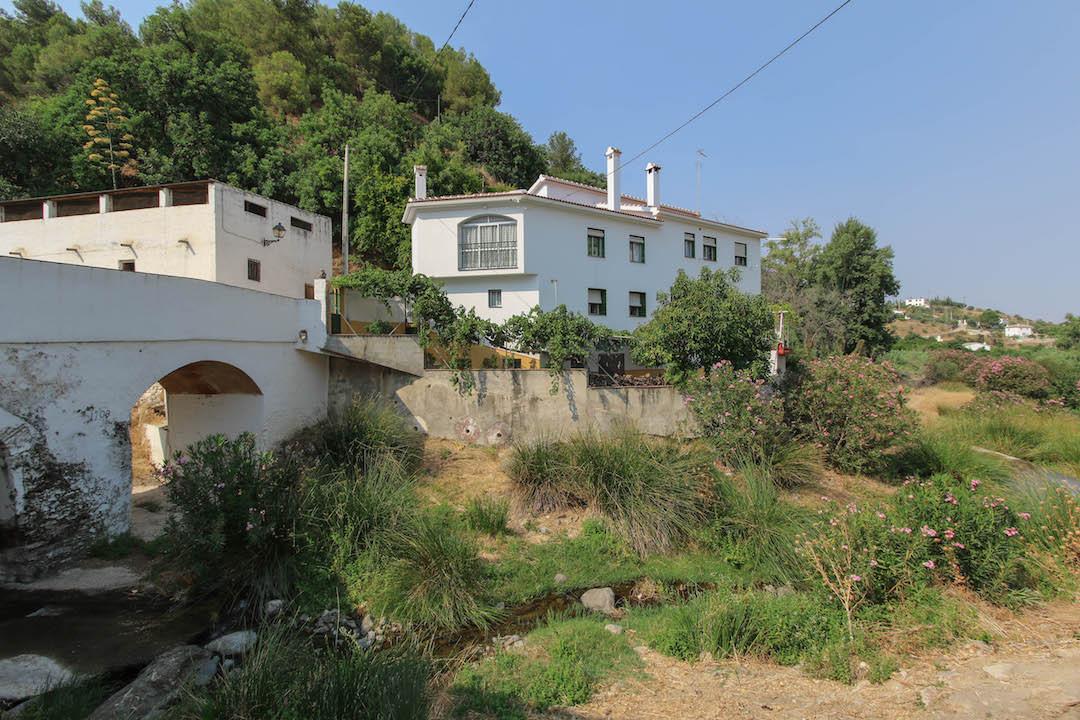 Villa 8 Dormitorios en Venta Tolox