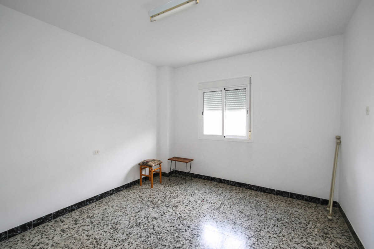 Commercial in Tolox