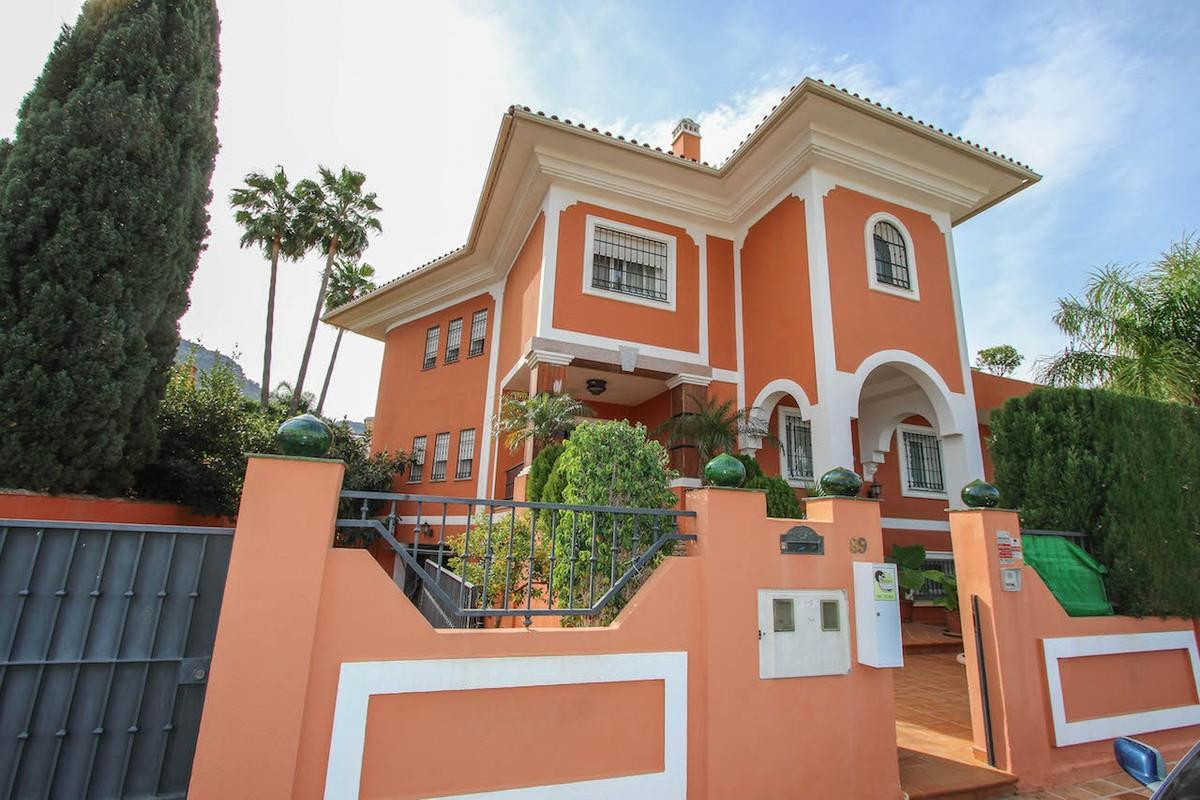 Spacious Detached Villa with separate apartment.  This large villa sits on a sought after urbanisati,Spain