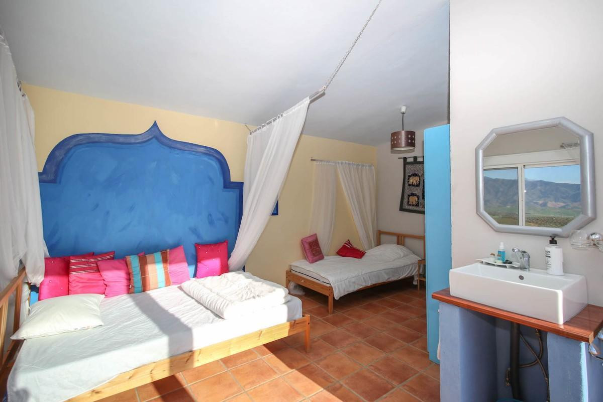 House in Alora R3366883 15