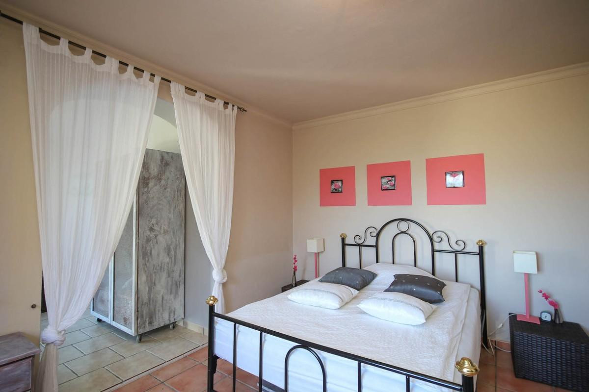 House in Alora R3366883 16