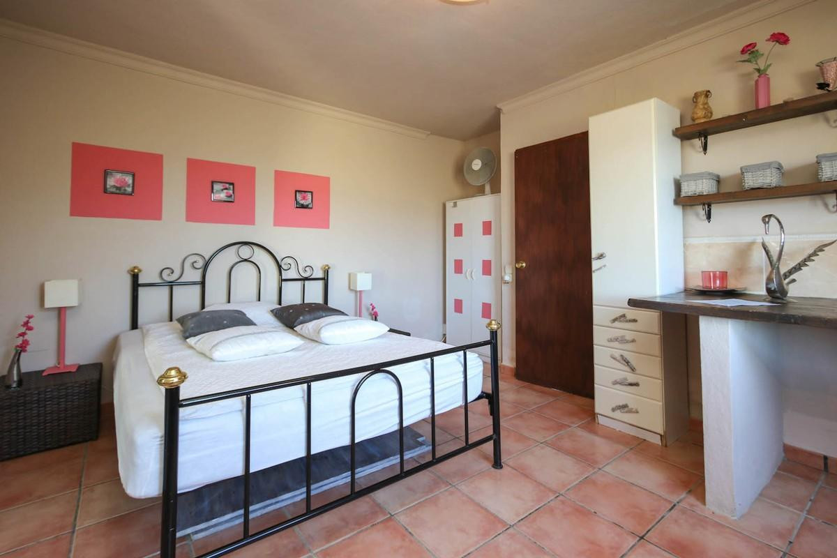 House in Alora R3366883 17