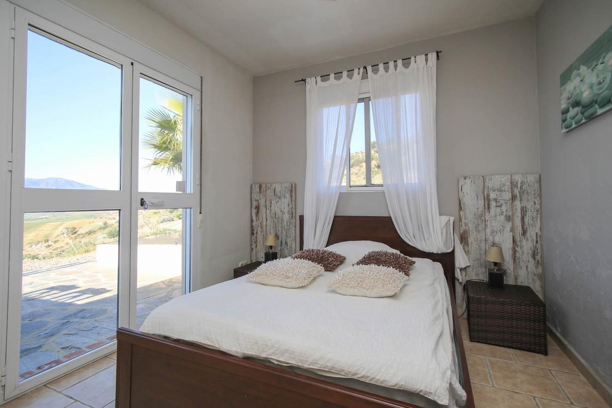 House in Alora R3366883 18