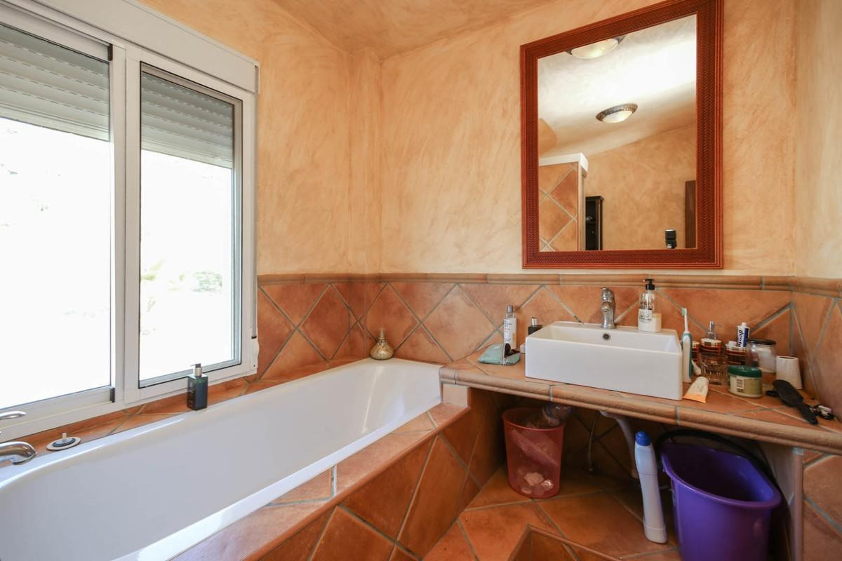House in Alora R3366883 19