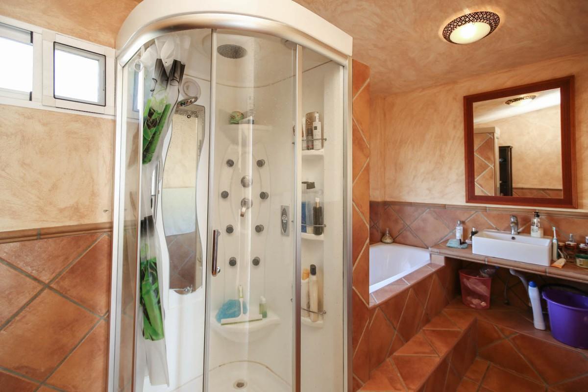 House in Alora R3366883 20