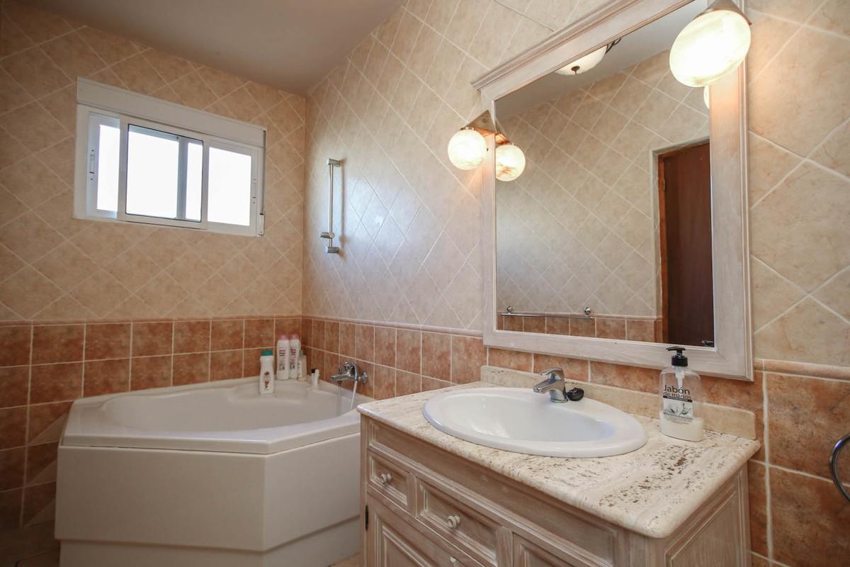 House in Alora R3366883 21
