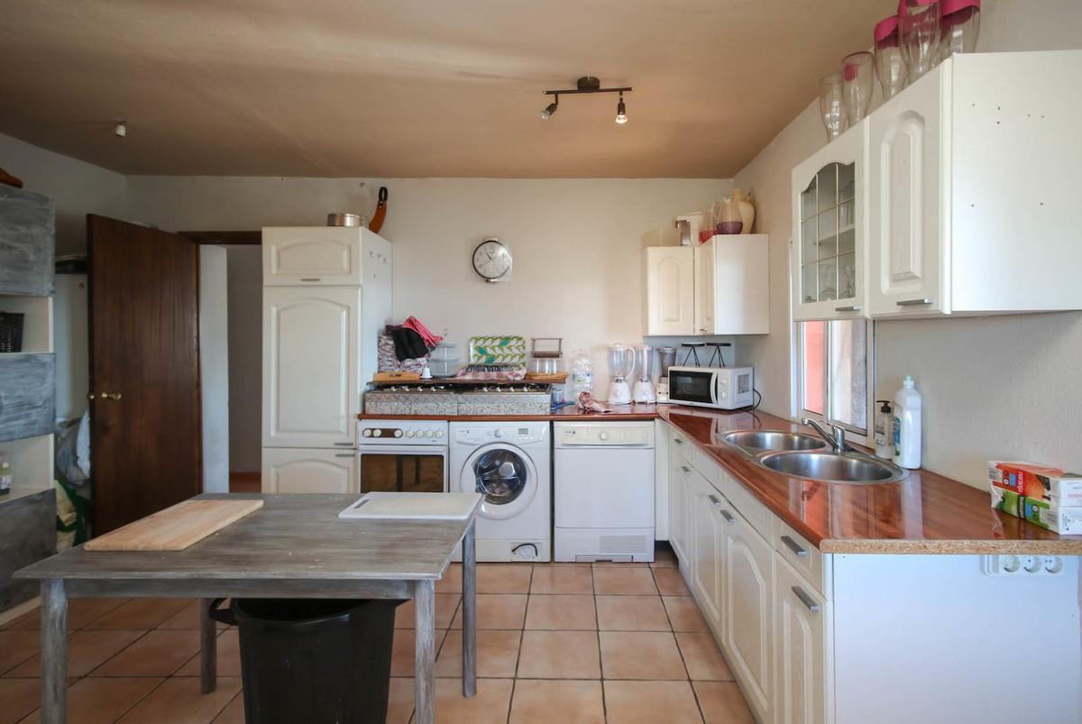 House in Alora R3366883 27
