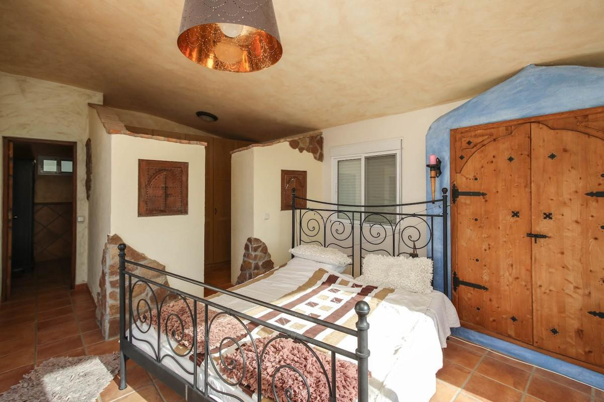 House in Alora R3366883 28