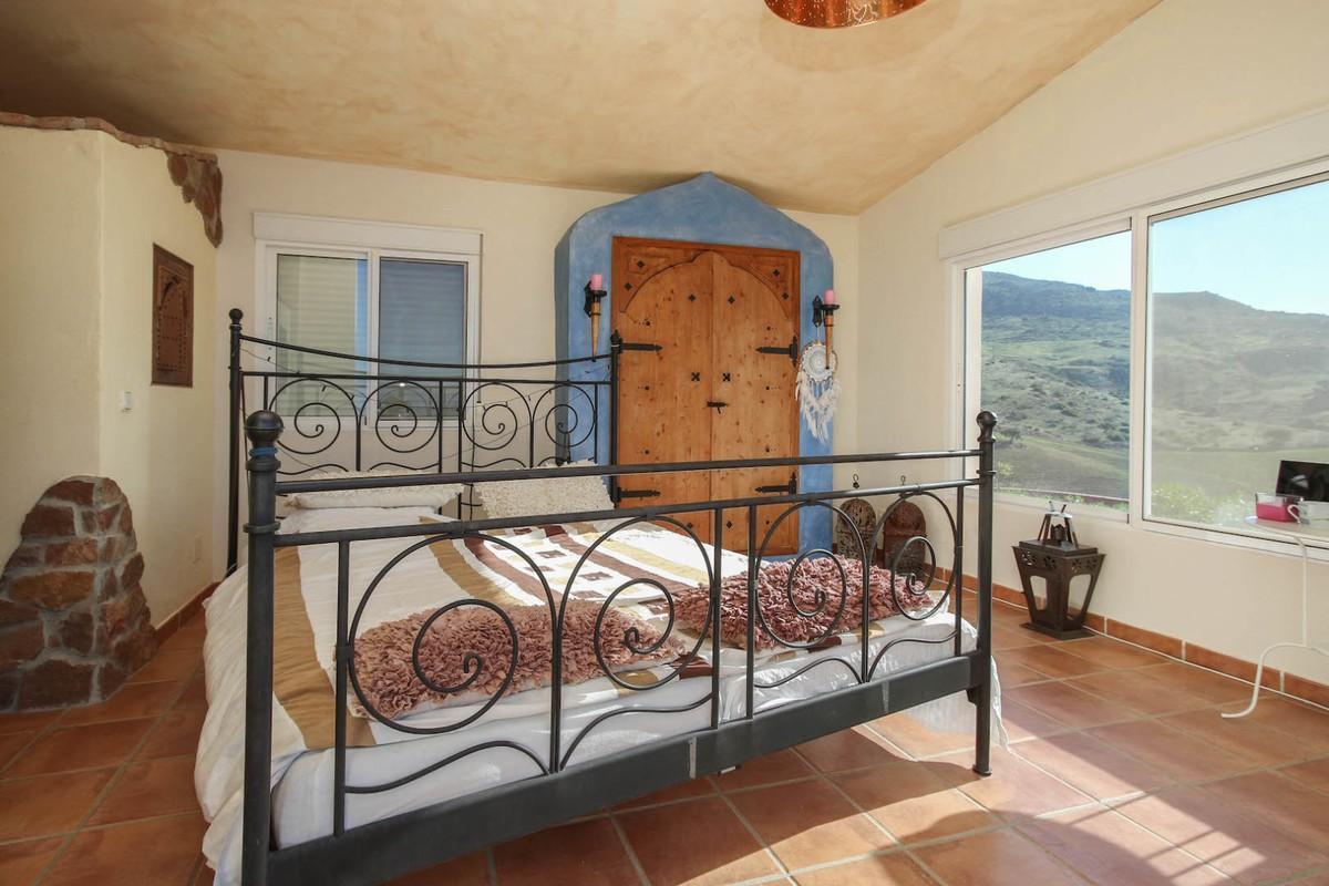 House in Alora R3366883 29