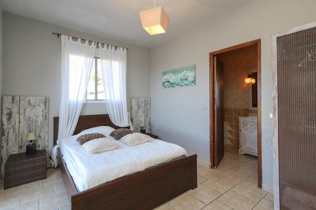 House in Alora R3366883 30