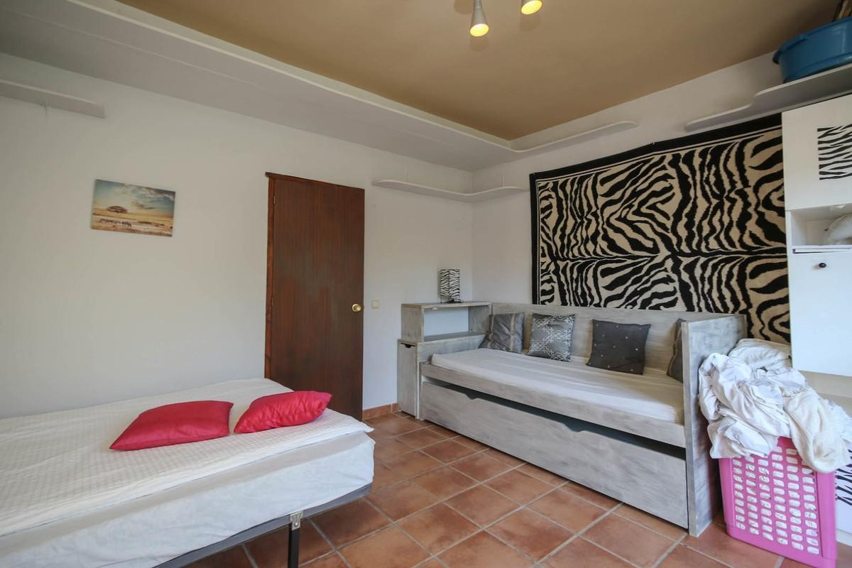 House in Alora R3366883 31