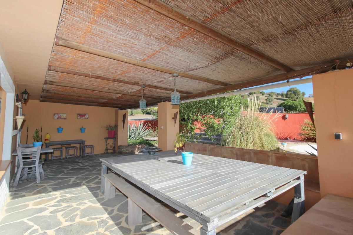 House in Alora R3366883 33