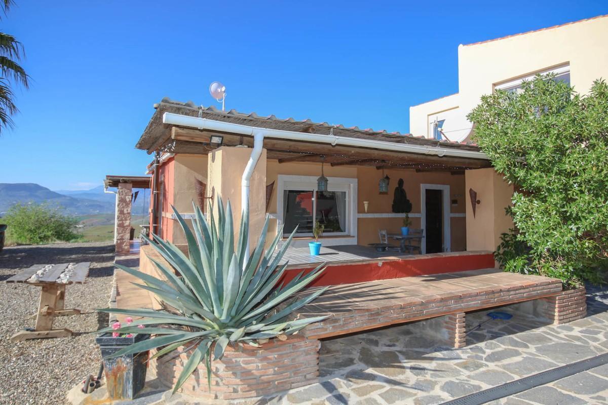 House in Alora R3366883 44