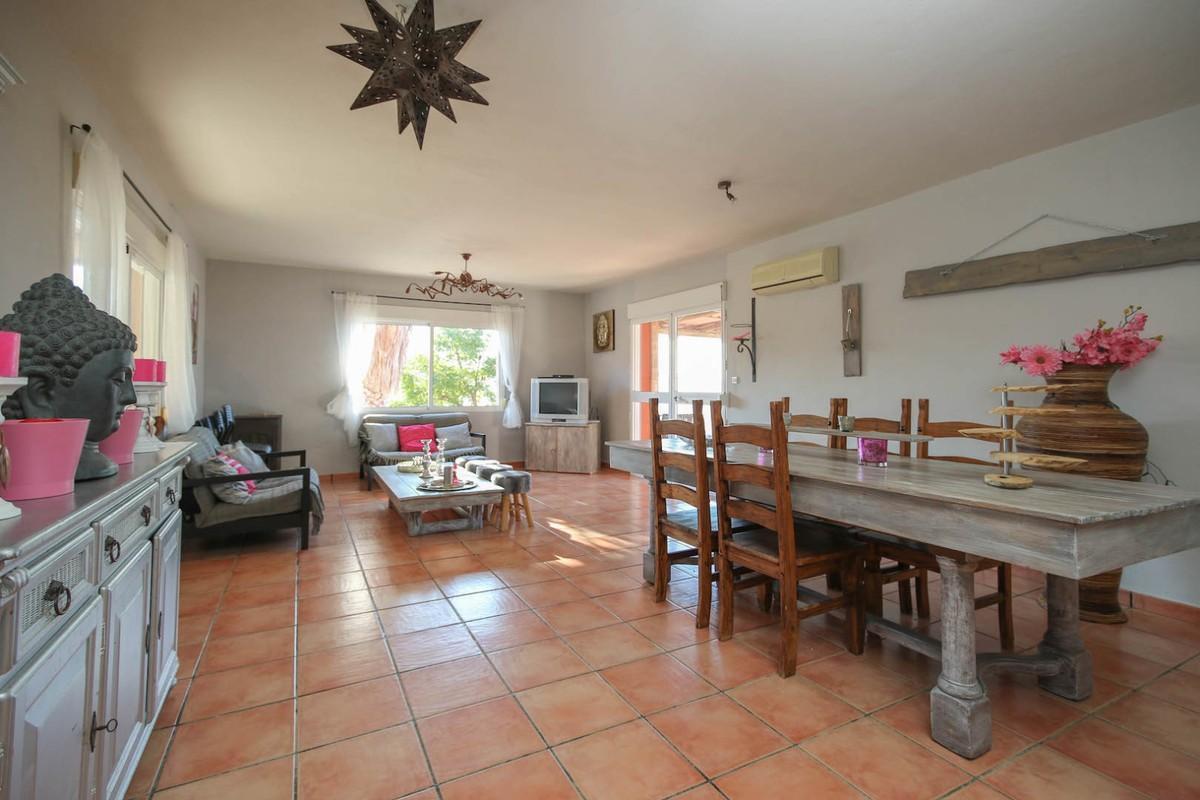 House in Alora R3366883 7