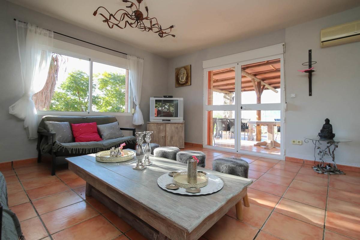 House in Alora R3366883 8