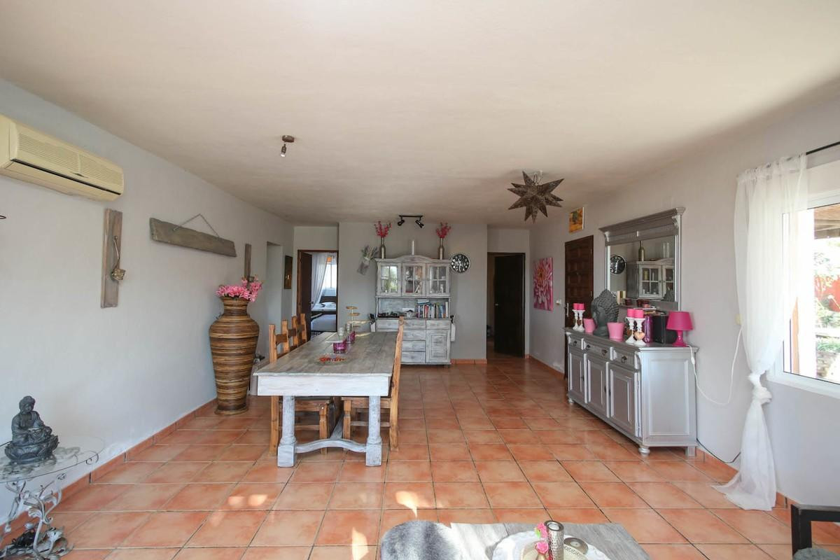 House in Alora R3366883 9