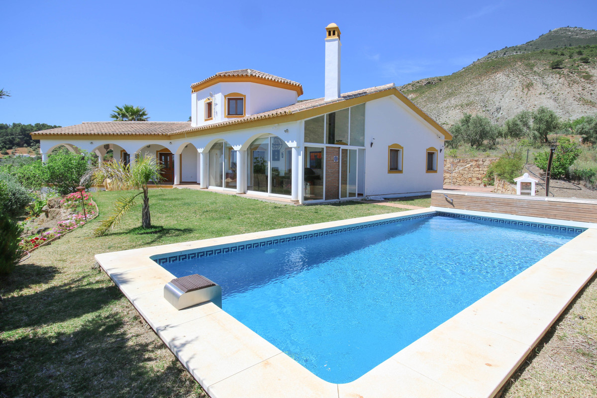 Looking for VIEWS, VIEWS, VIEWS?  .   EXCELLENT quality build .   PRIVACY .   Enjoy the OUTDOOR LIFESpain