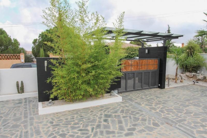 House in Alhaurín de la Torre R2487989 11