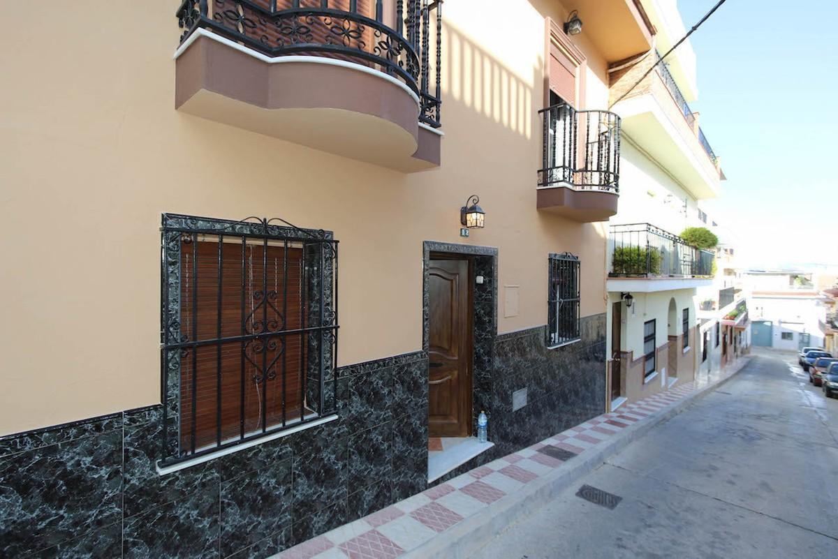 Townhouse for sale in Alhaurín el Grande R3010649
