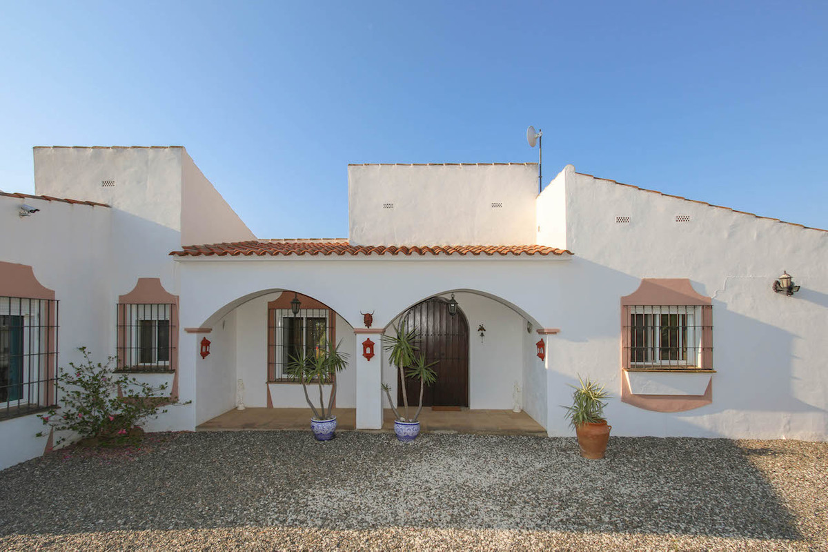 Detached Villa with fantastic open views.  Separate Accommodation.  Large Plot.  Suitable for horses,Spain