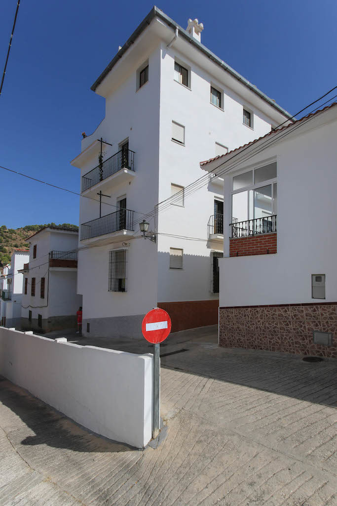 Aparment block on the ourskirts of Tolox, a 5 minute walk from the public pool. A fantastic location,Spain