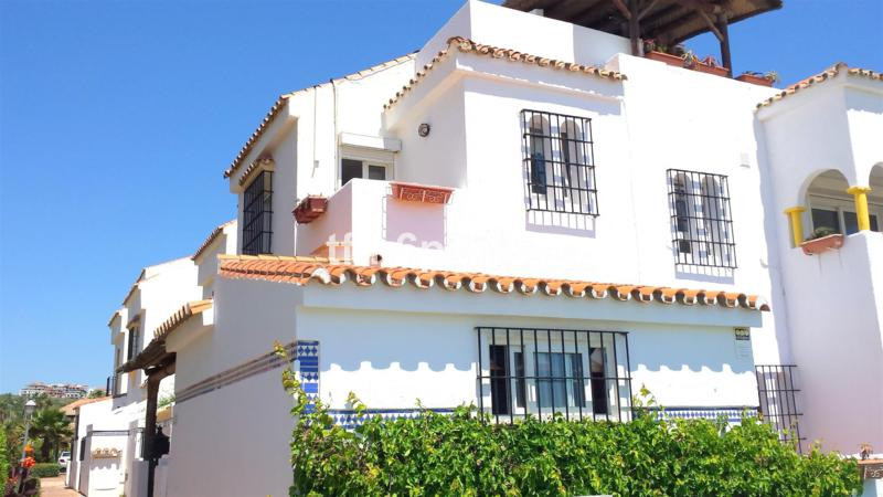 3 bed townhouse for sale casares playa