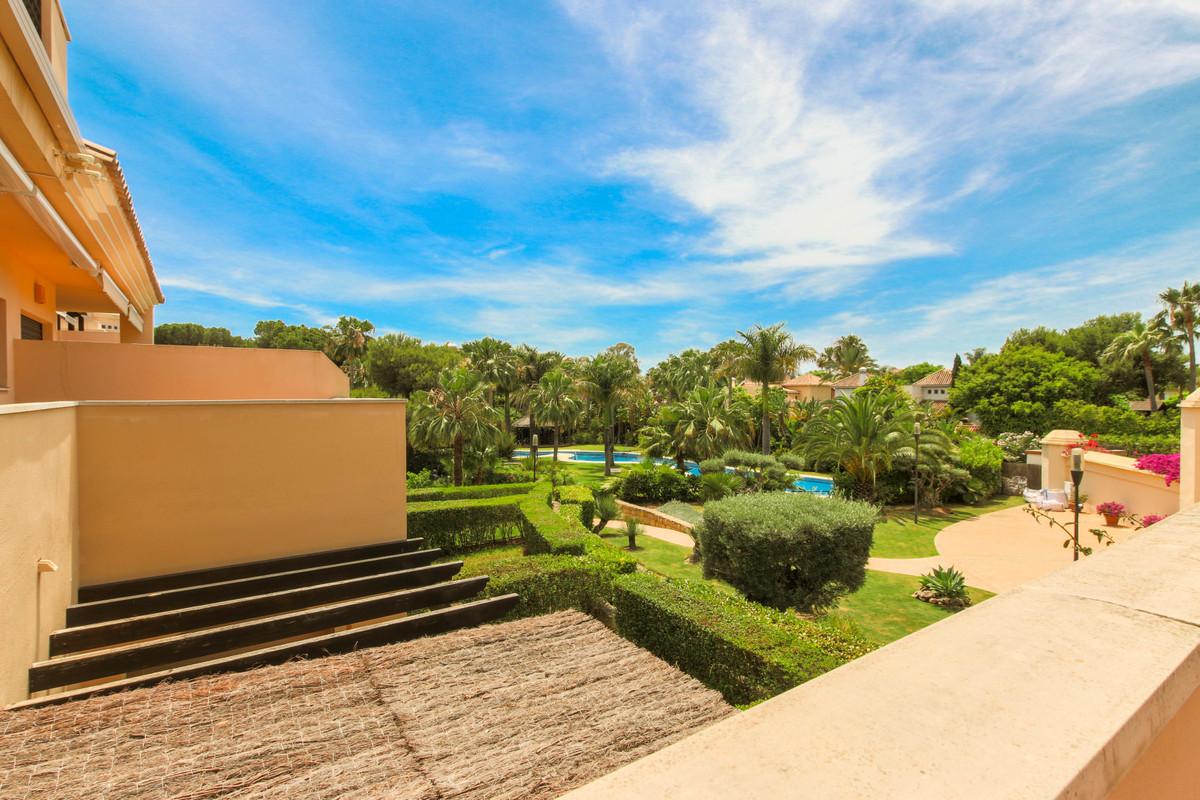 Apartment in a prestigious urbanization near the sea in Puerto Banus. The interior consists of an en,Spain