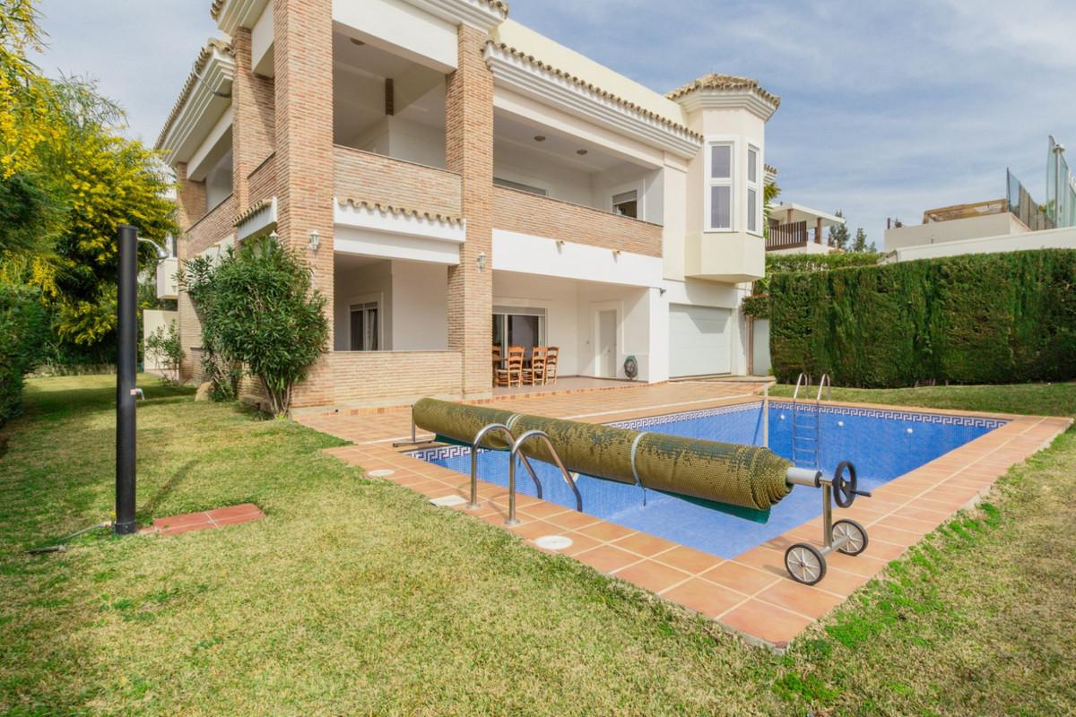 Villa 6 Dormitorios en Venta El Paraiso