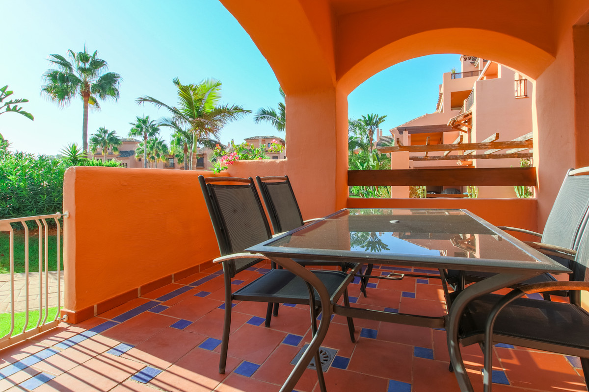 ABSOLUTE BARGAIN, REDUCE PRICE FOR A QUICK SALE  Spacious ground-floor apartment in a beachside Urba,Spain