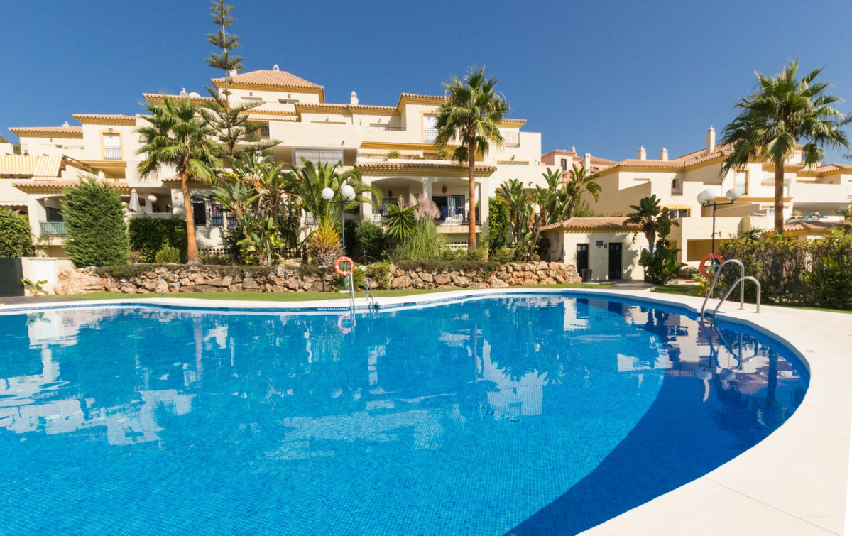 Spacious 3-bedroom apartment in a sought-after area of Elviria Golf with a sunny corner south-east f,Spain