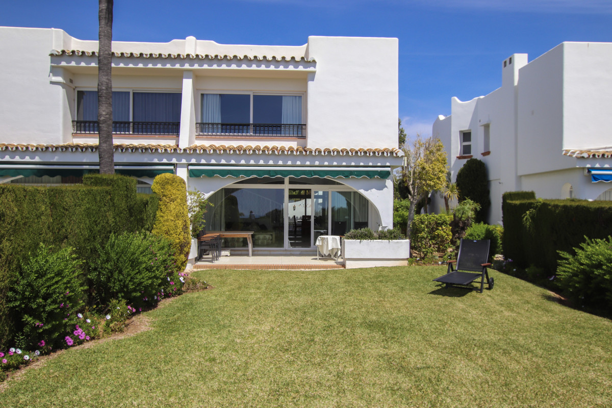 Immaculate 3 Bedroom Semi Detached house in a popular gated urbanisation in Miraflores, Riviera del ,Spain